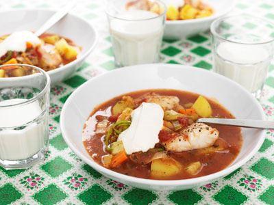 Den här soppan skapades 1987. Min bouillabaisse är en mild variant med rotfrukter och curry som ger lite sting. Ibland har jag även i lite citron mot slutet.