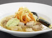 En smakexplosion av sött, salt och syrligt. En grym soppa som påminner om ett långkok. Garanterat en soppa utöver de vanliga.