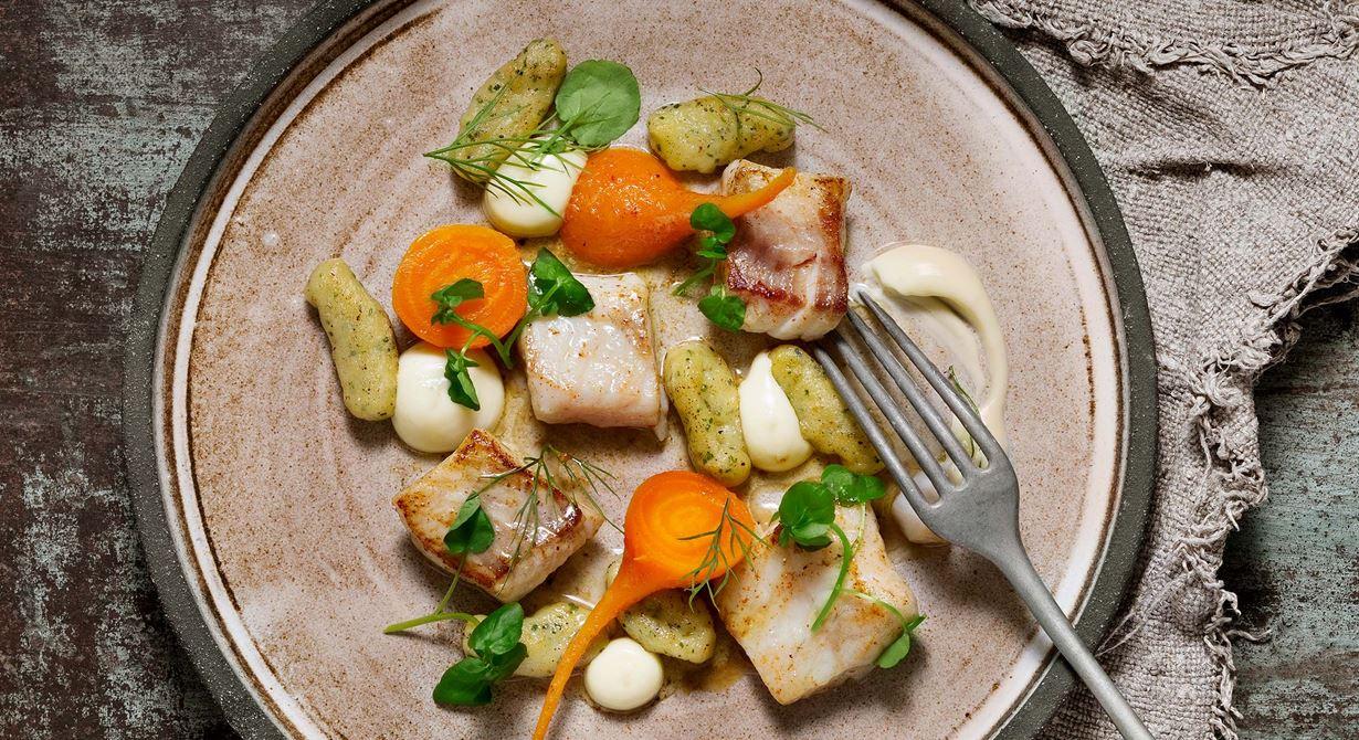 Låt egen gnocchi med spännande råvaror få plats på menyn. Variera smaken på gnoccin efter säsong. Yuzu och betor används flitigt i Peru. Gulbetorna ska vila i brynt smör med citrus över natten så de goda smakerna får blomma ut.