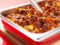 Busenkelt och gott. Pasta och köttfärs ligger högt upp på barnens topplista, även hos de vuxna som lagar mat till de små. Med den här gratängen blir du garanterat poppis. Den är dessutom mer snabblagad än en lasagne. Perfekt rätt om du har pasta över.