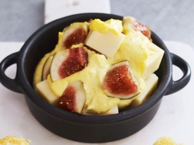 Gott, spännande barplock med sötma från fikon. sälta från ost och friskhet från apelsin.
