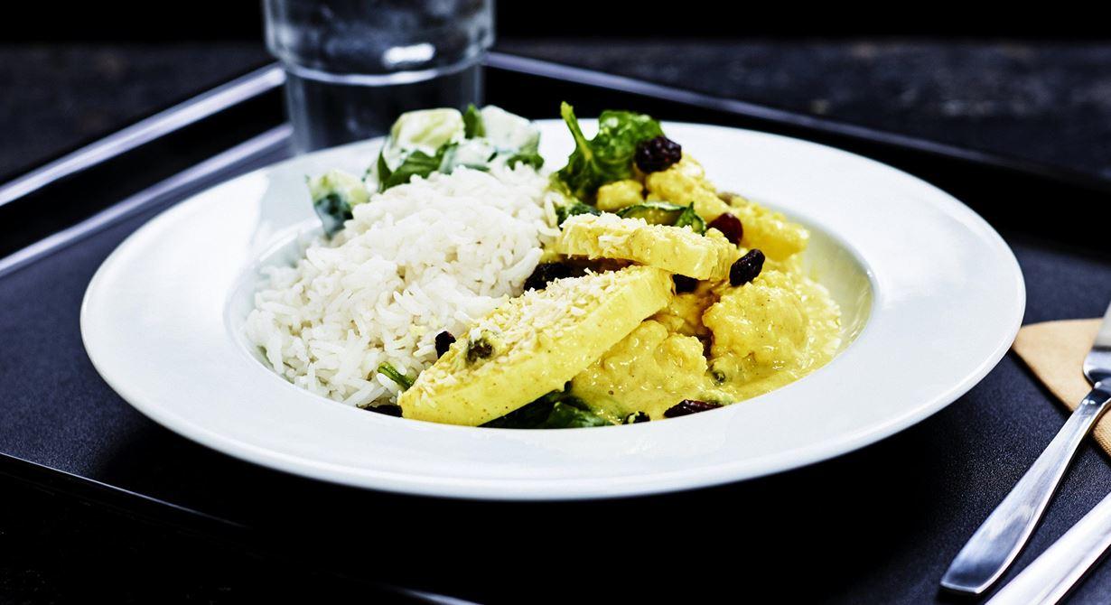 I den här klassiska indiska grytan kokar du med osten i gräddsåsen där den tillagas på några minuter. Grytbasen kan du smidigt använda till både kyckling och ost.