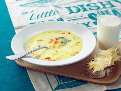 Enkel, krämig soppa med få moment och mild currysmak.