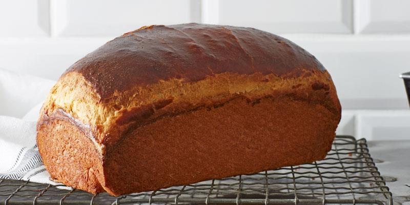 Ett klassiskt, lätt ich luftigt franskt frukostbröd med kraftig smörsmak. Trots sockret i degen är det mer som ett bröd än ett sötebröd.