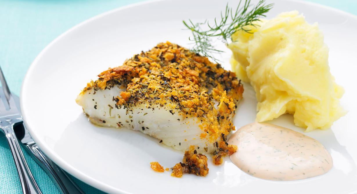 Inget gör upp mot nylagad frasig fisk med en god kall sås. Fisken tillagas i bleck vilket gör det enkelt att laga mat till många.  Den färgglada såsen ger även pluspoäng hos de mindre barnen!  Specialkost: Går att göra laktosfri genom att använda laktosfria produkter.