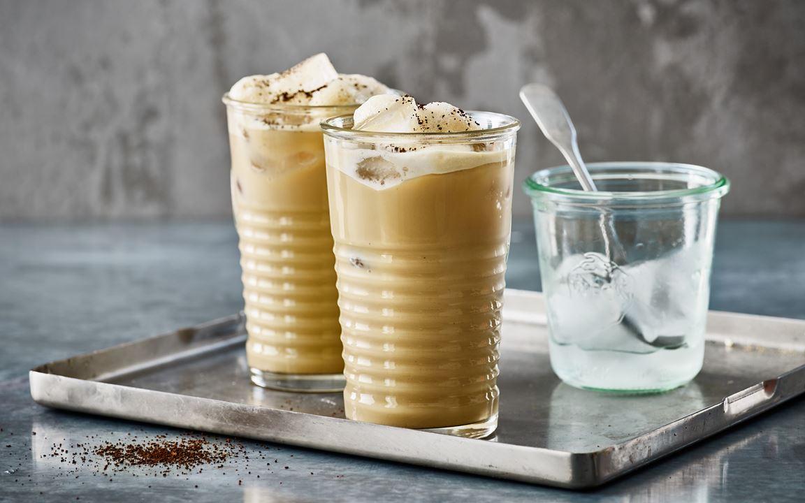 Godaste iskaffet gör du väldigt lätt. Servera med massor av is för en god uppfriskande upplevelse.