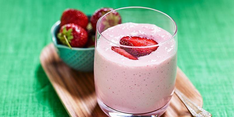 Favorit bland jordgubbsdrinkar, går lika bra med färska som frysta jordgubbar.