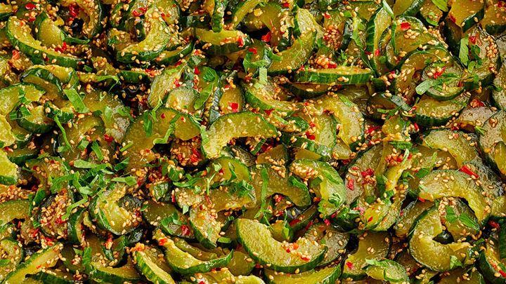 Koreansk gurksallad med sesamfrön