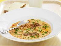 Dagens soppa är ett bra val på lunchschemat. På Farsta Gymnasium är den här trevliga och krämiga soppan med nyttiga linser väldigt poppis bland eleverna. Servera gärna lite crème fraiche apart och en ostsmörgås.