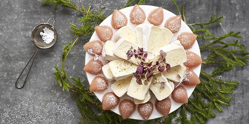 Den syrliga krudbärssmaken är supergod till de krämiga vitmögel- och kittostarna. Lite pyssel men väl värt besväret.
