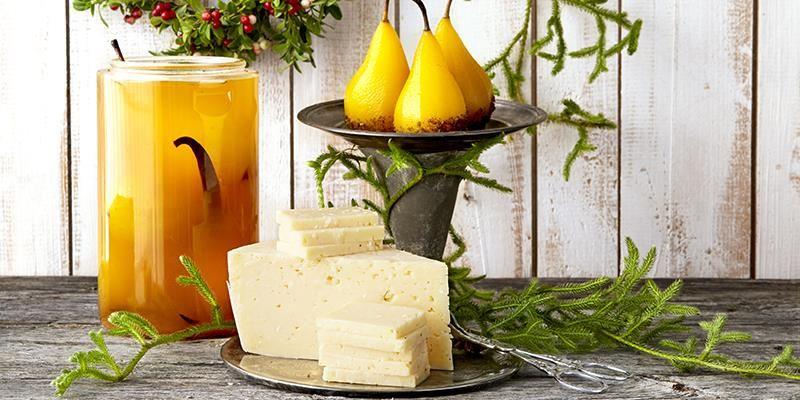 De här gyllene päronen blir ostbordets krona och är dessutom fantastiskt goda till de flesta ostar. Dela dem gärna i klyftor så blir det enkelt att ta för gästerna.