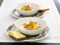 En rejäl soppa som är redd och trygg i sin framtoning. Grytrotfrukter och rimmad bog bildar bas och får sällskap av en skvätt vin. Servera gärna en KESO-kaka eller pannkaka till efterrätt.