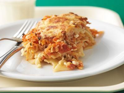 En av våra gröna favoriter. Sötman i det rårivna rotfrukterna lyfter tomatsmaken. Rikligt med cottage cheese gör lasagnetten extra saftig.