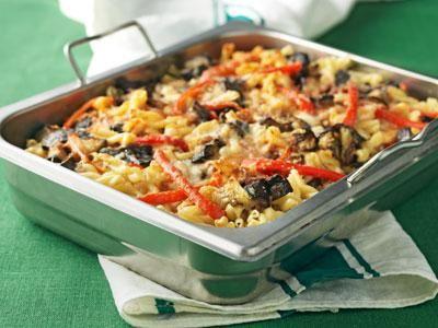 Omtyckt gratäng som alltid går bra. Matig med fiberpasta, aubergine, proetinrika bönor och cheddarost.