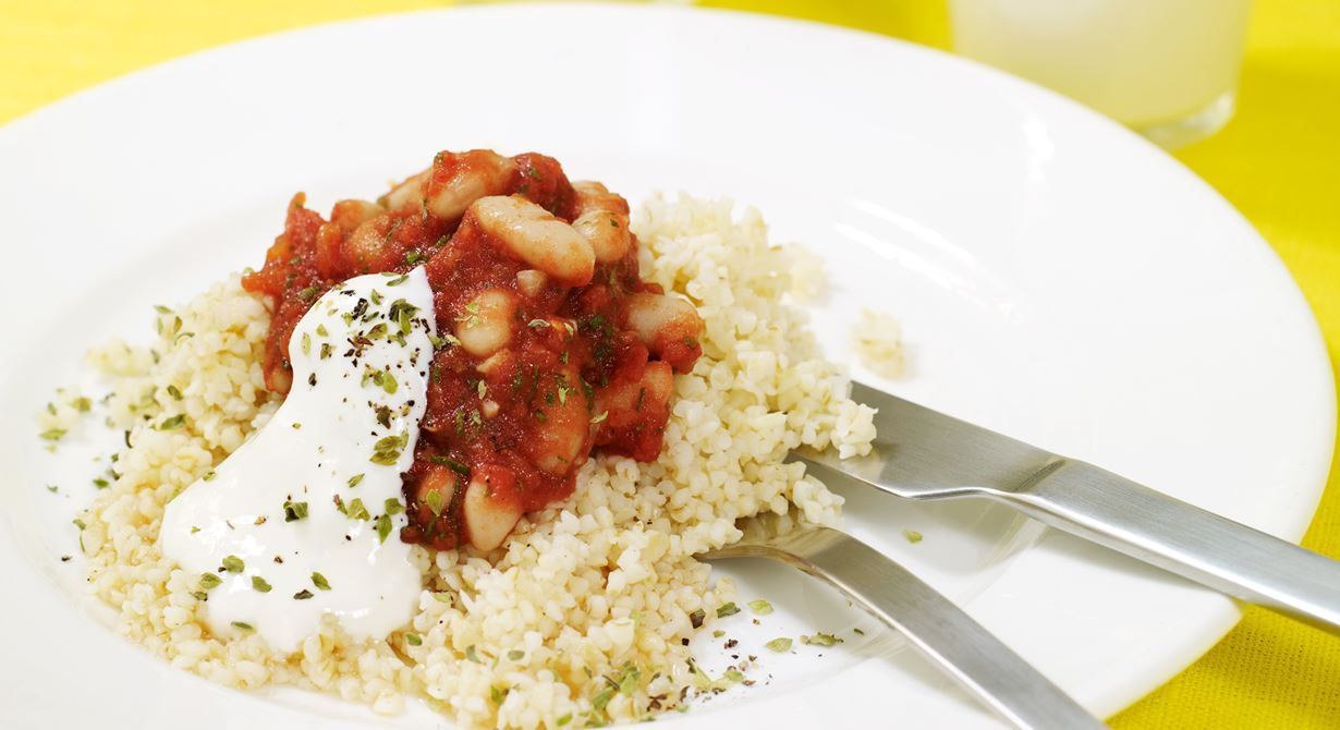 En vegetarisk rätt som går hem hos alla. Den till synes grönsaksfria tomatsåsen är späckad med nyttiga grönsaker som blivit över från salladsbordet.