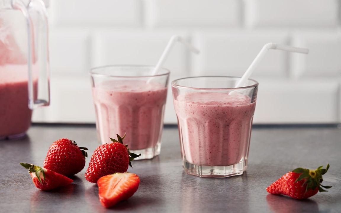 Mjölkdrinken med populär jordgubbssmak påminner om en milkshake. Perfekt att serveras kall närsomhelst under dagen.