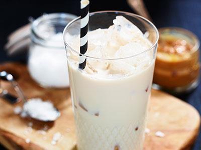 Markus Westh har skapat en härlig sötsalt och krämig mjölkdrink med smak av ljuvlig dulche de leche.