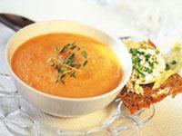 Söt soppa med salt bacon till. Passar barnens smaklökar perfekt och lagas enkelt i större mängder. Det går även bra att förbereda soppan och sedan värma upp före servering.  Specialkost: Går att göra laktosfri genom att använda laktosfria produkter.