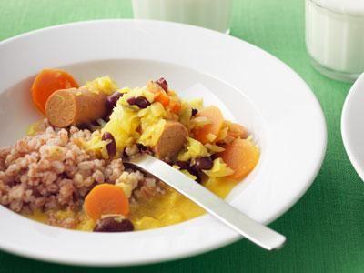 En mild currygryta med sojakorv och färska grönsaker. Elever och personal tackade första gången vi lagade den.