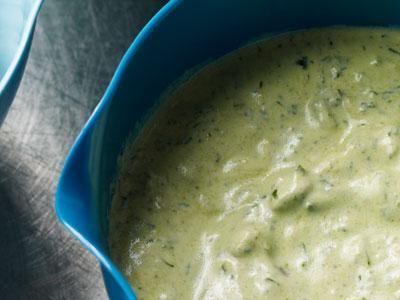 Matyoghurt är med sin milda syra perfekt i den här uppfriskande crèmen.