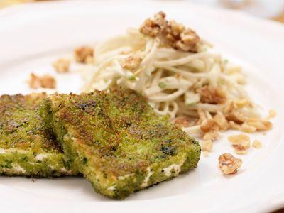 En perfekt, elegant rätt att erbjuda de gäster som vill äta vegetariskt. Byt ut valnötterna mot rostade solroskärnor om det finns risk för nötallergi.