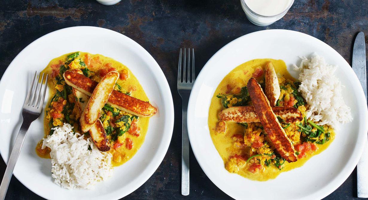 En klassisk linsrätt med spenat och vår egen hemgjorda färskost paneer. osten är en viktig proteinkälla i det Indiska köket.