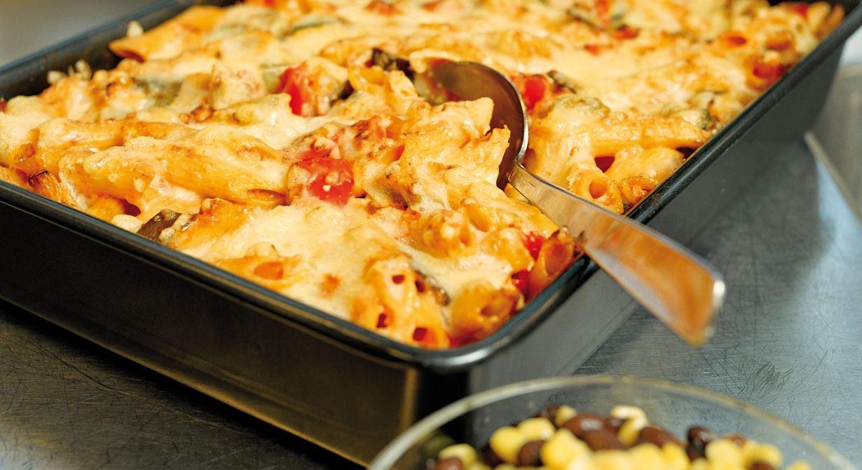 Mättande vegetarisk gratäng med hetta som är lätt att förbereda.