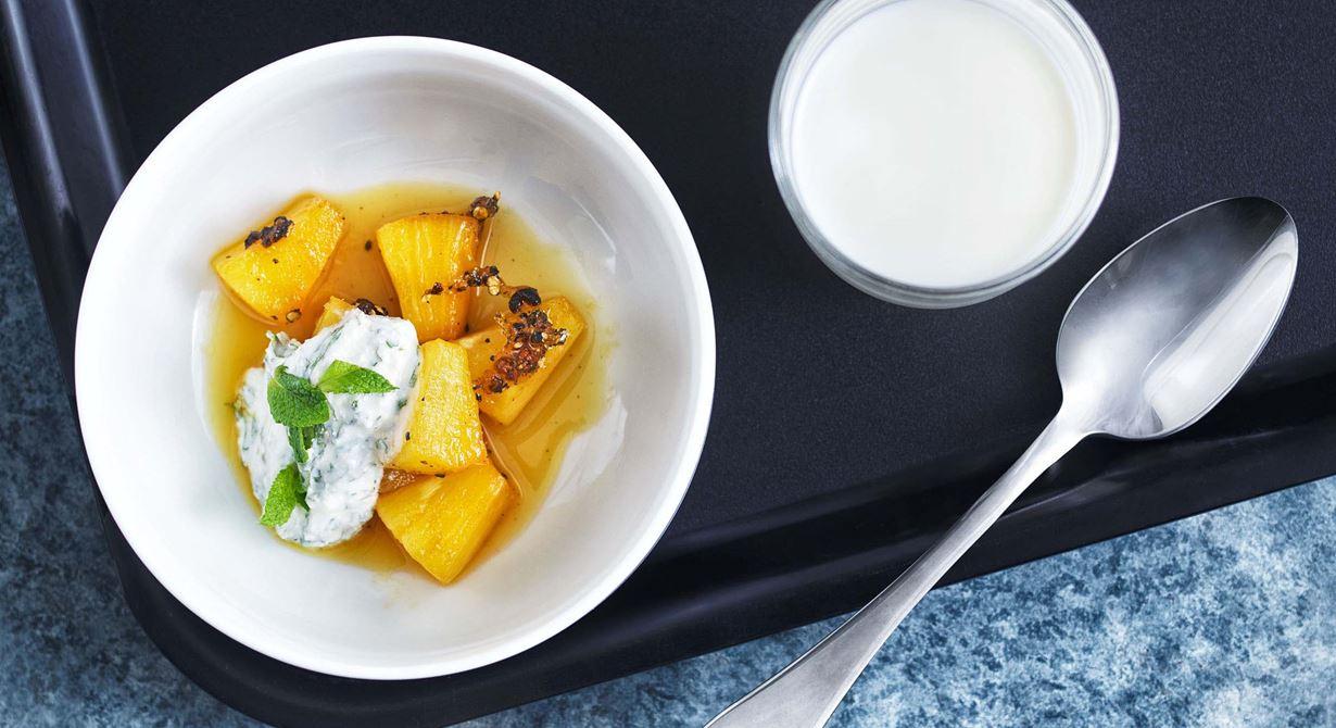 Pepparn i en härlig kombination med ananasen gör en enkel och snabb dessert.