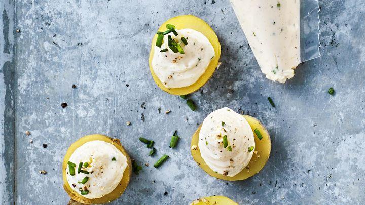 Potatissnittar med kaviarkräm