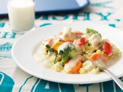 En färgglad och supergod gryta med quornbitar istället för kyckling. Vitkål, broccoli, morötter och kort tillagningstid gör den ännu mer klimatsmart.