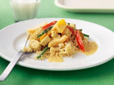 """Asiatisk gryta med fruktiga smaker och fina färger. Quorn är ett bra, proteinrikt alternativ till bönor och linser. Den """"köttiga"""" konsistensen lockar fler att smaka."""