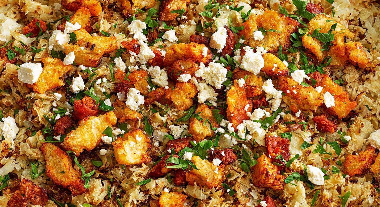 Rå blomkål som rostas i ugn får en matig och god smak. Ett bra tillskott på salladsbordet. Toppa med bladpersilja och gärna chorizokrutonger och smulad ost.