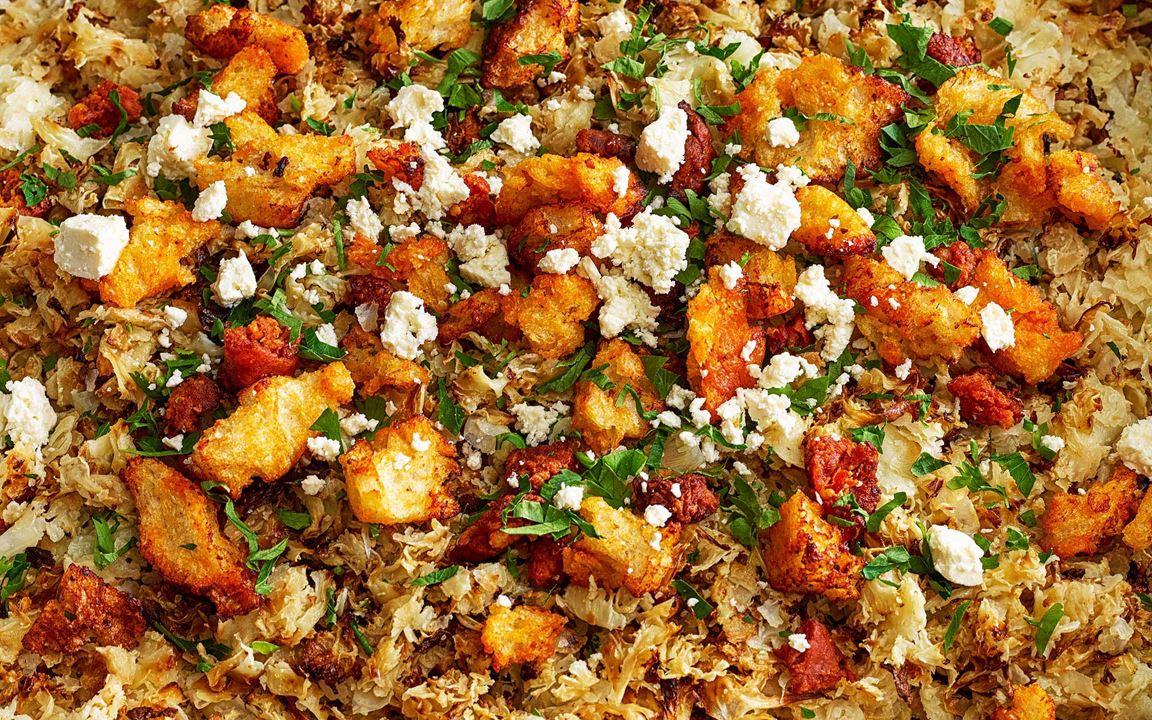 Supergott och enkelt. Rå blomkål som rostas i ugn får en matig och god smak. Ett bra komplement till blad- och råkostsallad. Toppa med bladpersilja och gärna chorizokrutonger och smulad ost. Passar utmärkt till Svecia- och bacondressing.