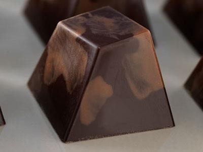 Schweizernöt på Marias vis - en mjölkchokladtryffel med rostade hasselnötter och hasselnötslikör.
