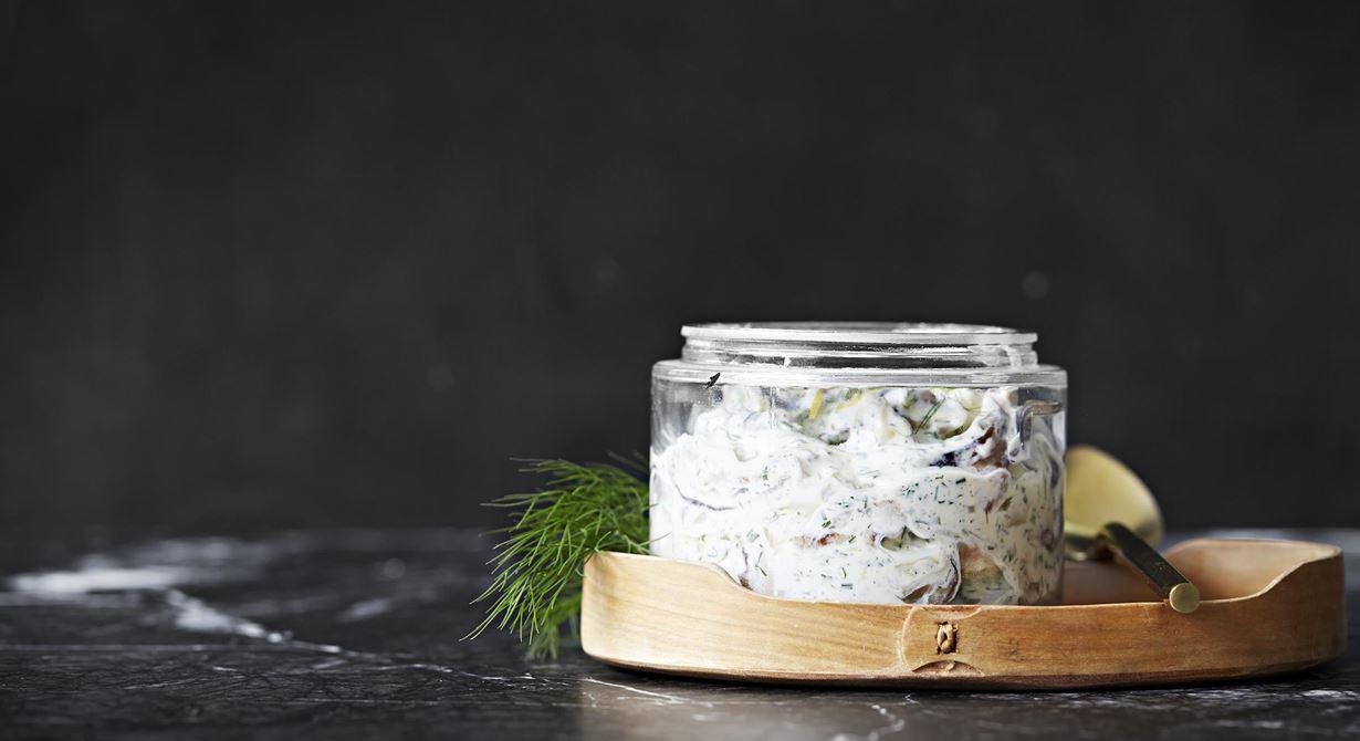 Idag finns det ekologisk, svenskodlad svamp av toppkvalitet vilken lämpar sig utmärkt att lägga in och använda till samma typ av smaker och blandningar som sill. Det gör att de som vill äta vegetariskt får samma härliga känsla av sillbordet som alla andra vilket garanterat ger er uppskattning.