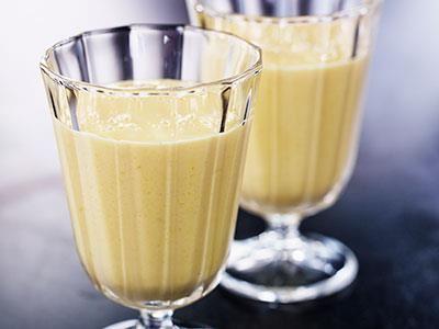 En mättande smoothie med banan och mango. Gott och nyttigt!