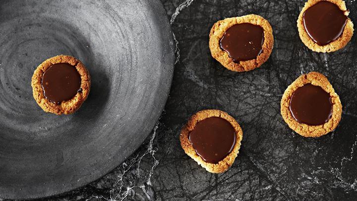 Spröda formar med chokladkola