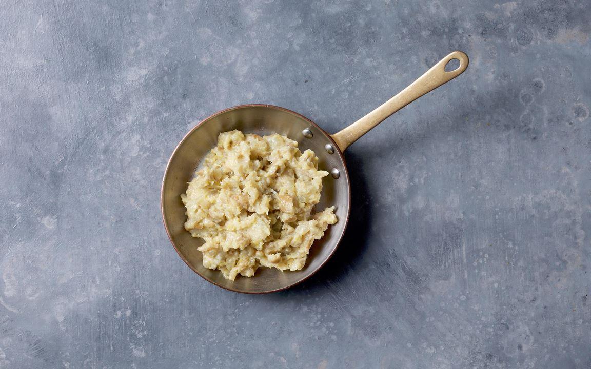 En supergod kombination med söt jordärtskocka istället för den klassiska potatisen. Krämig yoghurt och citronskal ger balanserande syra.