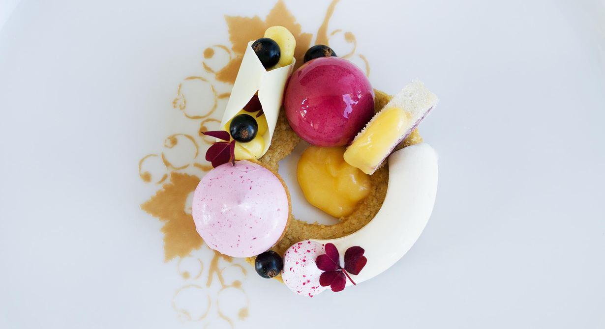 En tidskrävande dessert i världsklass med harmoni och exakthet i alla kompositioner - både i de varma och de kalla.
