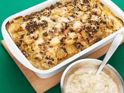 Ett smidigt sätt att servera tacos. Billigare och nyttigare eftersom köttfärsen drygas ut med potatis.