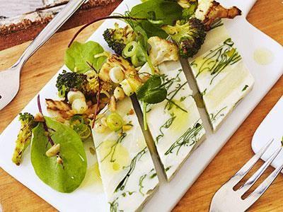 Terrin på vita rotfrukter med saffrans- och hasselnötsrostad blomkål och broccoli