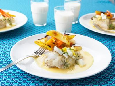 Fiskelycka i skolrestaurangen! Torsk med äggsås i ny toppning, färgglada grönsaker och goda klassiska smaker väcker aptiten hos både stora och små.
