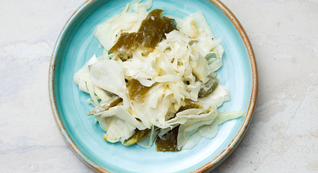 Fermenterade japanska pickles som kan styras med olika grönsaker och smaksättningar. Johan ger dem en nordisk touch med yoghurt som masseras in i grönsakerna.