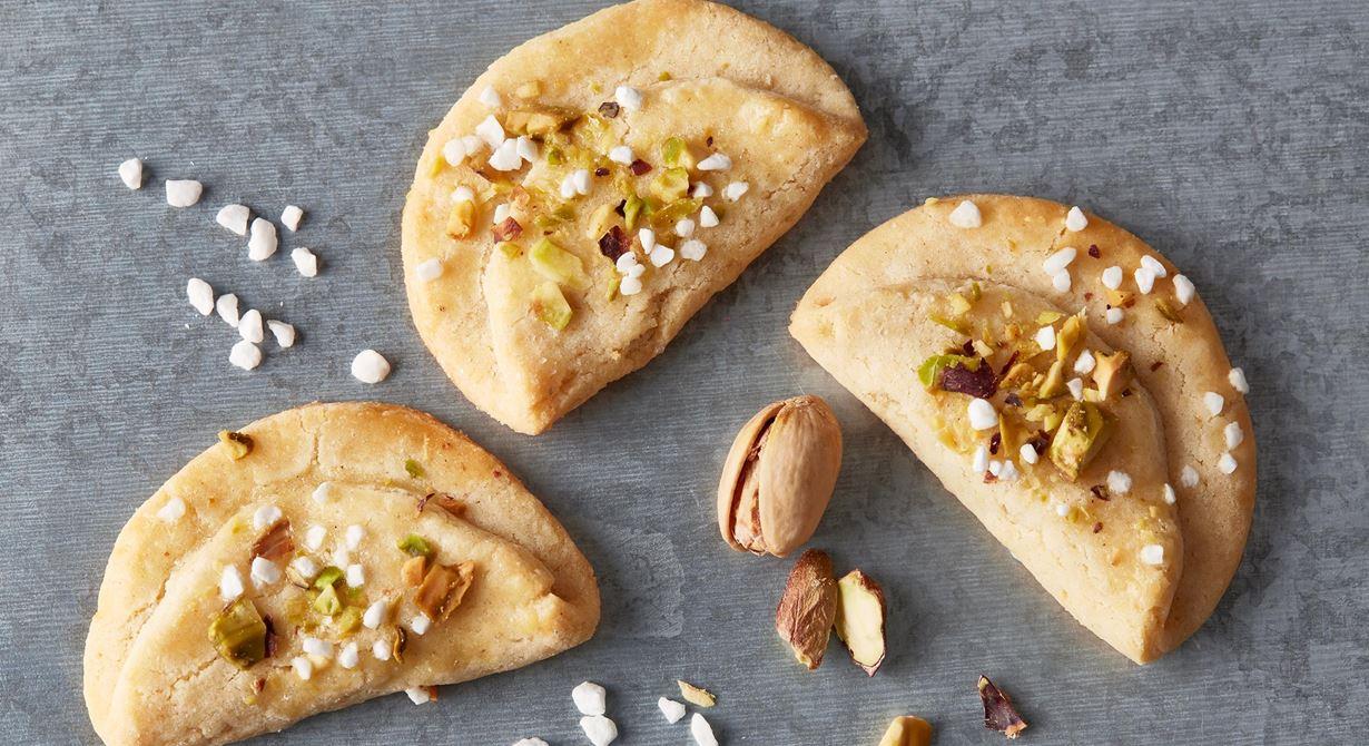 En elegant gammaldags favorit med vaniljsmak och finhackade pistagenötter.