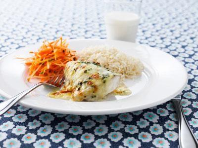 Vi jobbar alltid med färsk fisk. Enkla smaker passar våra gäster. Men vi försöker variera smakerna eftersom vi serverar fisk två gånger i veckan.