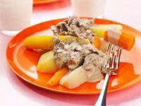Hungriga småbarn gillar kött. Renskav är tunt, smått och gott. Renkött är dessutom mycket nyttigt och rikt på både mineraler och vitaminer. Lite gelé i gräddsåsen ger sötma som barnen gillar.