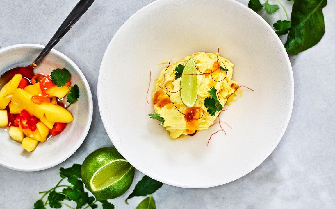 Driver du en asiatisk restaurang men har svårt att få till spännande desserter? Då är detta något för dig. En fantastisk gelato med smak av mango, koriander, chili och lime.